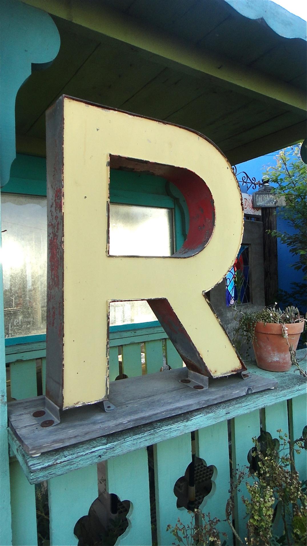 Giant R