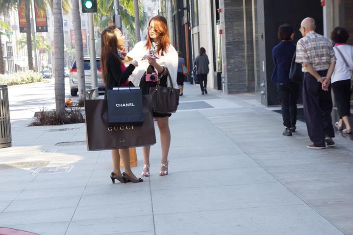 rodeo-drive-chanel-gucci-shoppers
